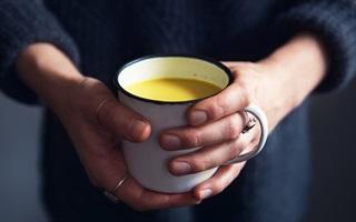 3 bước pha sữa nghệ phòng bệnh trong những ngày đông