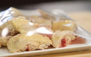 Những lý do khiến thịt gà nấu mãi mà vẫn đỏ?