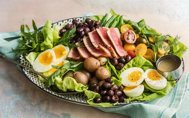 9 cách làm salad rau củ giúp giảm cân lấy lại vòng eo thon sau Tết
