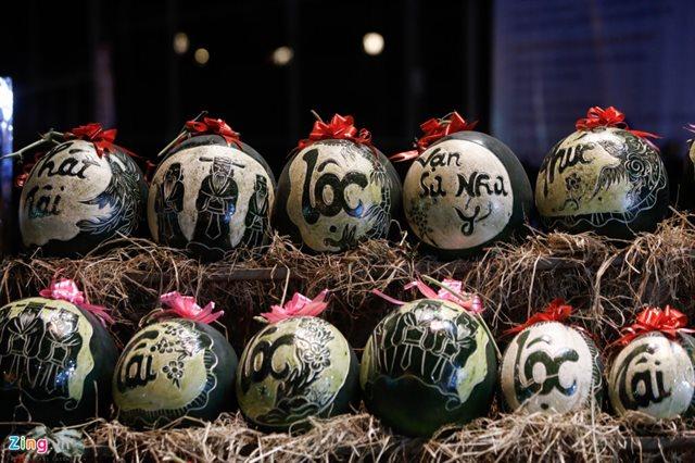 Hướng dẫn cách khắc dưa hấu nghệ thuật vô cùng đẹp mắt ngay tại nhà mừng năm mới nhiều ý nghĩa