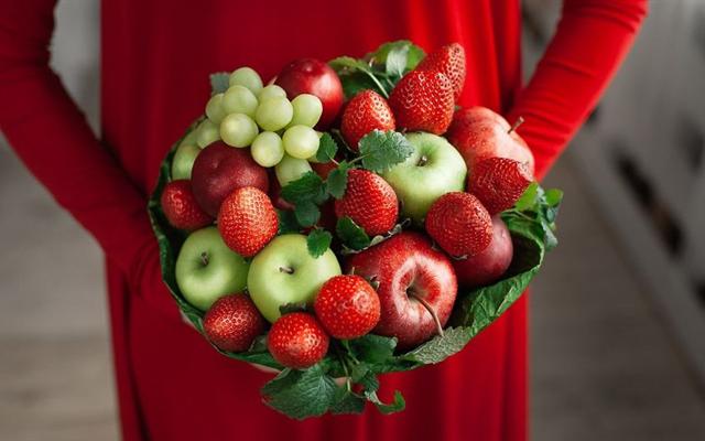 Bó hoa đồ ăn - Cách chinh phục những người phụ nữ có tâm hồn ăn uống ngày 20/10