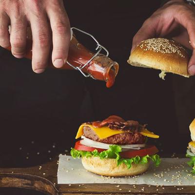 Làm Hamburger cho bữa sáng thêm năng lượng