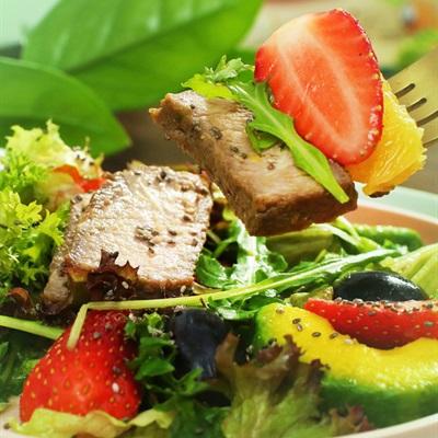 Những món salad tươi mát dễ làm