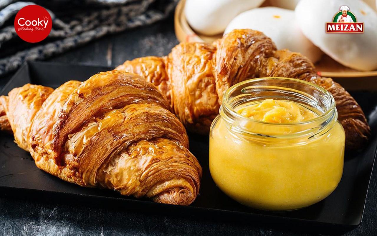 Lớp Học Làm Bánh: Bánh Sừng Trâu Trứng Muối