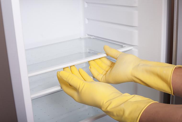 Làm sạch tủ lạnh