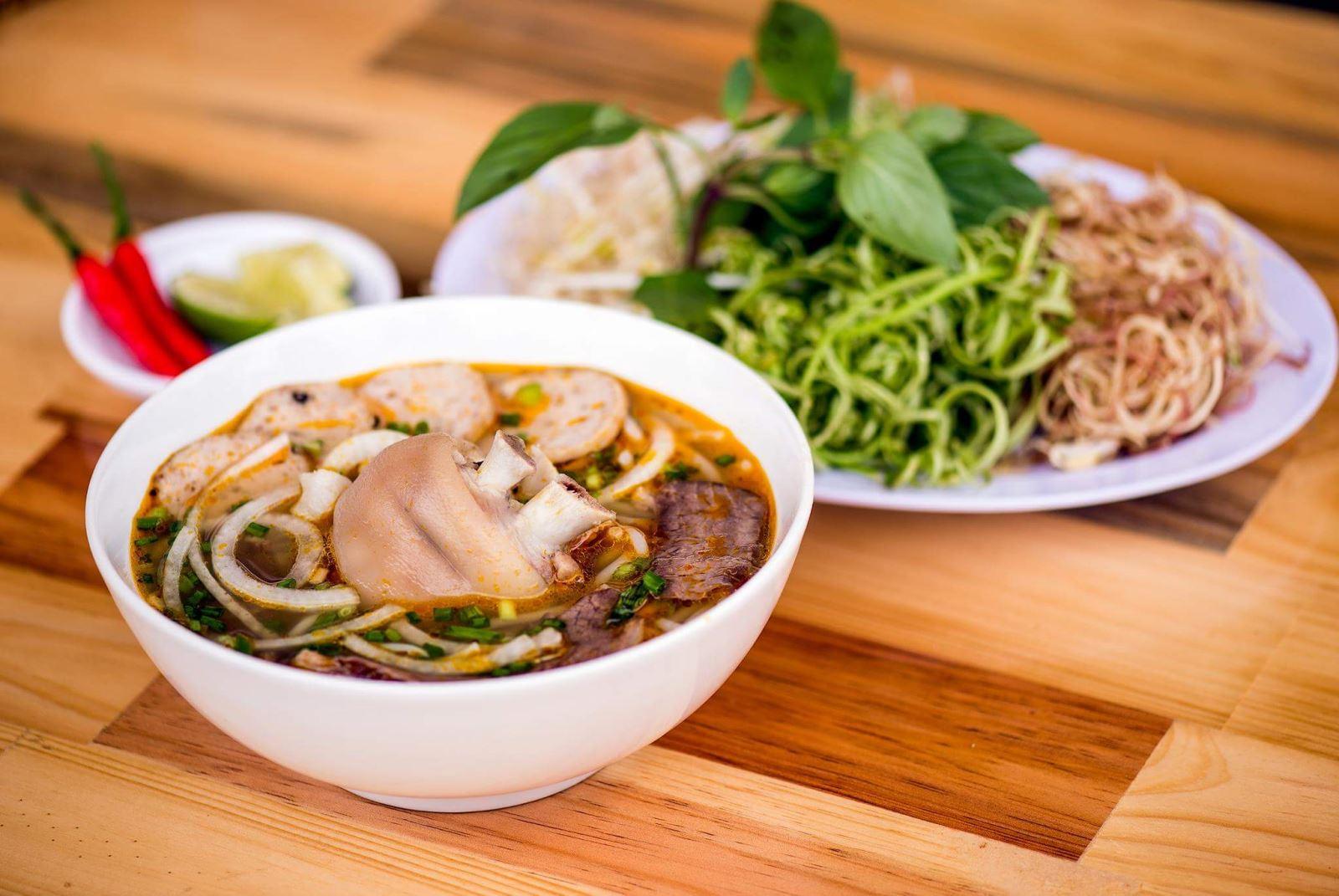 Cách nấu Bún Bò Huế ngon đúng chuẩn hương vị miền trung