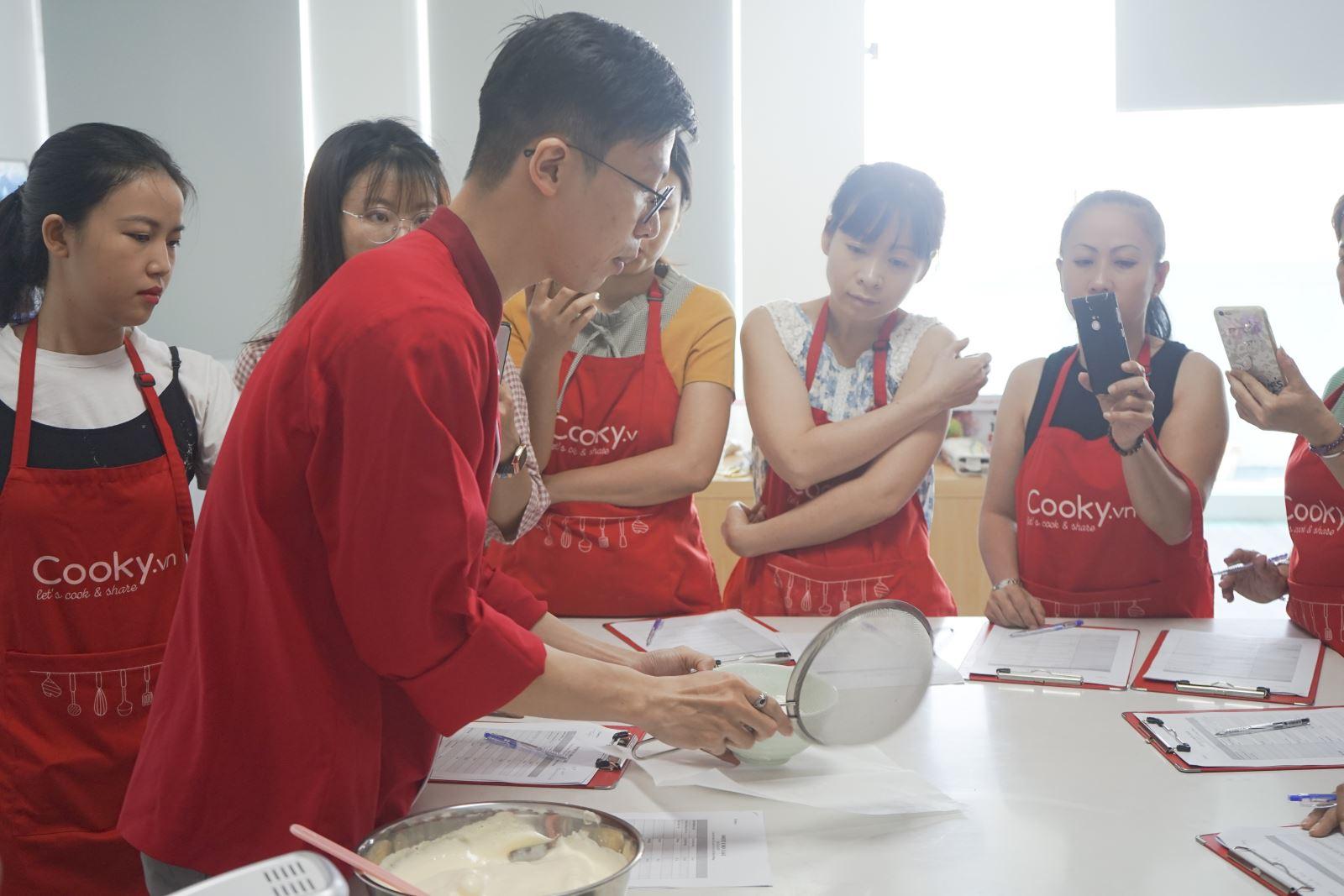 lớp học làm bánh