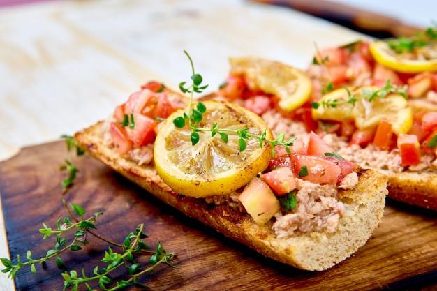 lớp học làm bánh bánh mì cá ngừ cà chua