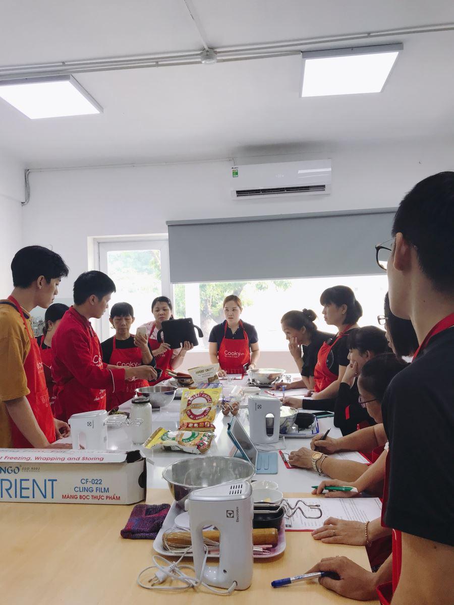 lớp học làm bánh macaron