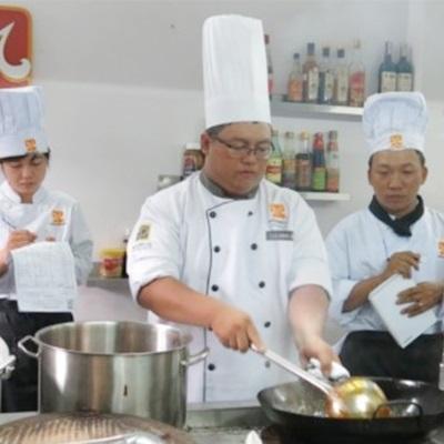Trường hướng nghiệp Á & Âu - Nguyễn Văn Cừ