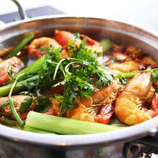 Cách nấu Lẩu Tôm với khế chua cay cho ngày se lạnh