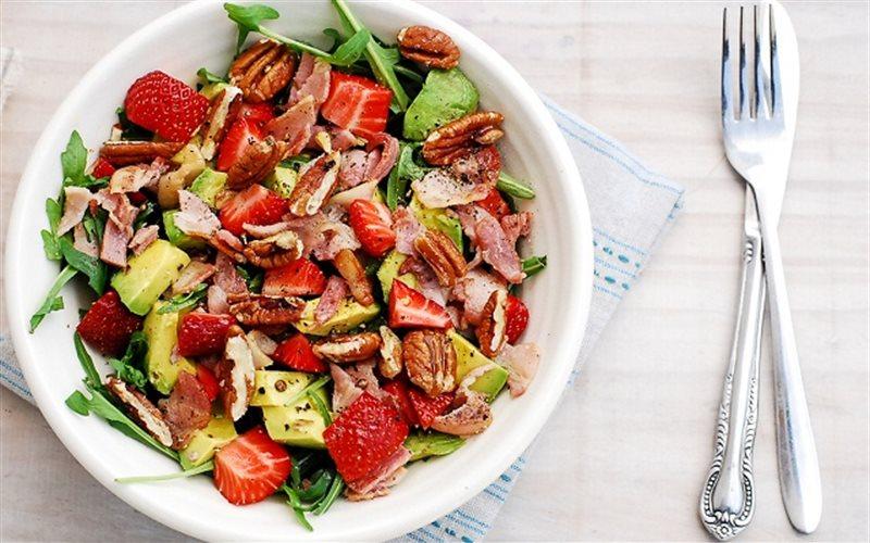 Cách làm salad dâu tây.