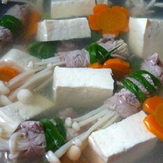 Cách làm canh thịt bò cuộn nấm kim châm