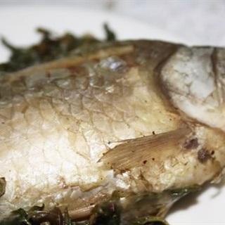Cá diếc hấp hạt sen, dâm dương hoắc
