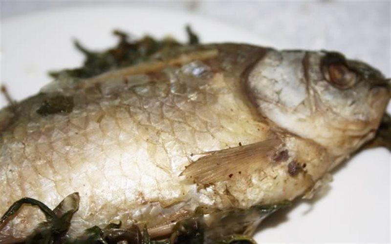 Cách nấu cá diếc hấp hạt sen dâm dương hoắc