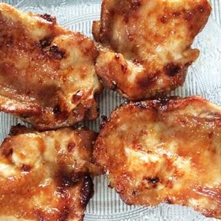 Thịt đùi gà nướng mật ong