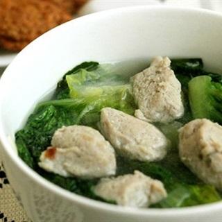 Cách làm Canh Xà Lách Nấu Mọc cho bữa cơm chiều ngày lạnh