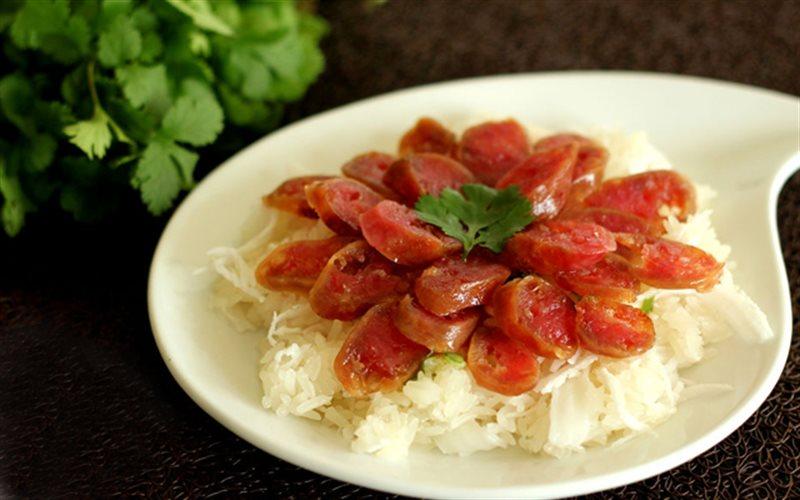 Cách làm Xôi Dừa Lạp Xưởng hấp dẫn cho bữa sáng ngon miệng