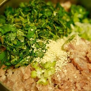 Cách làm bắp cải cuộn thịt sốt nấm - ảnh 3.