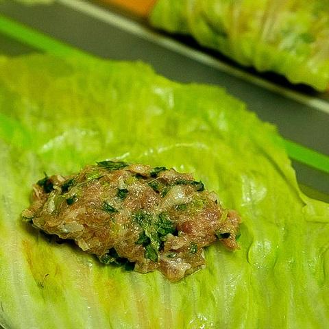 Cách làm bắp cải cuộn thịt sốt nấm - ảnh 4.