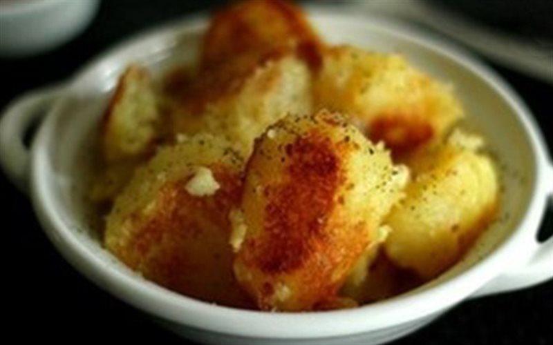 Cách làm khoai tây xóc bơ tỏi