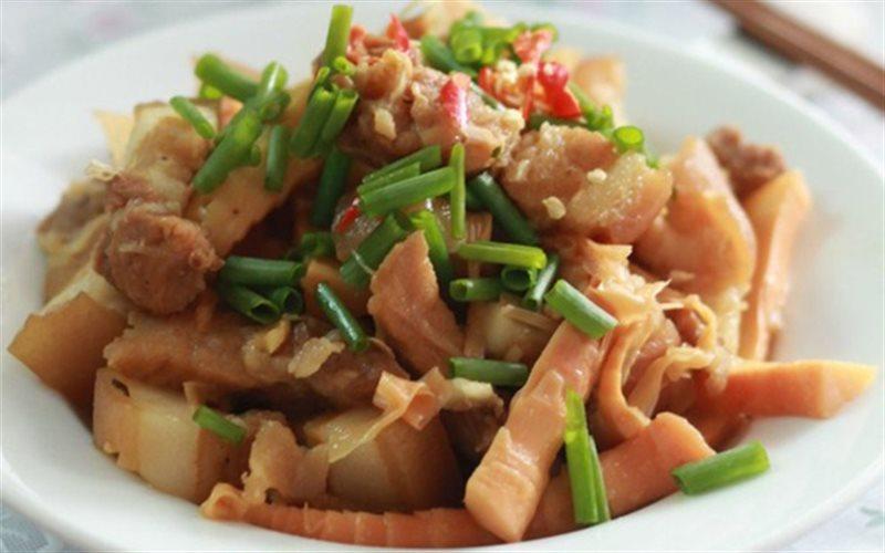 Cách làm Thịt Heo Kho Măng Chua ngọt lành cho bữa cơm ngon