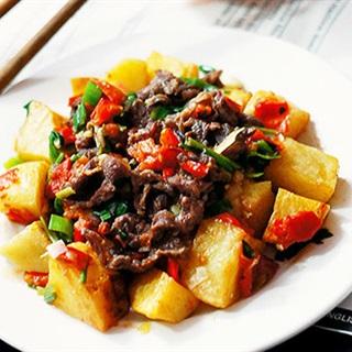 Cách làm Khoai Tây Xào Thịt Bò giàu dinh dưỡng cho bé