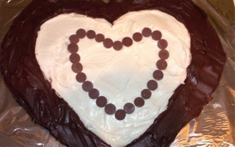 Cách làm Bánh Gato Hình Trái Tim với sữa tươi ngọt ngào