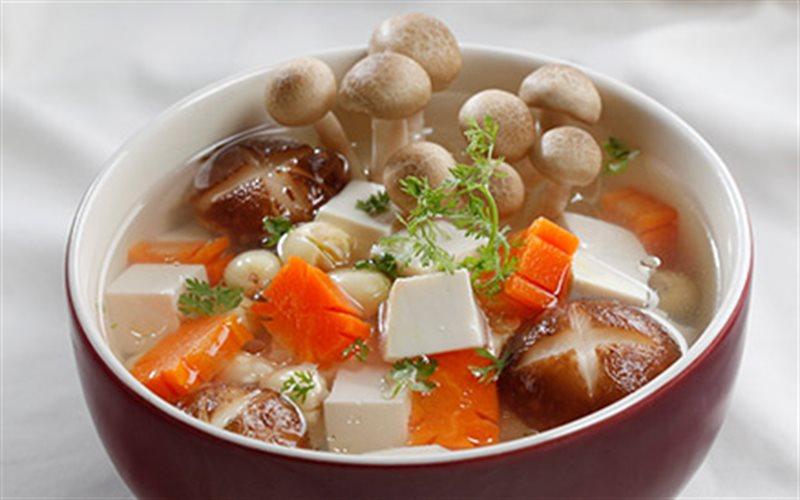 Cách nấu Canh Nấm Hạt Sen với nấm đông cô bổ dưỡng tại nhà