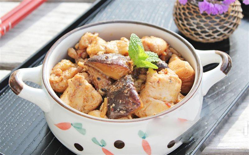 Cách làm Gà Xào Sa Tế vị cay thơm, đơn giản cho bữa cơm