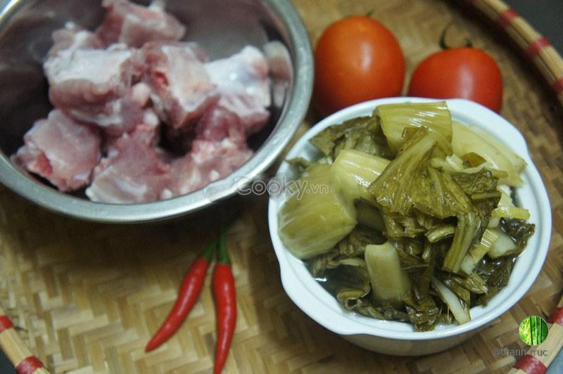 canh sườn nấu dưa chua