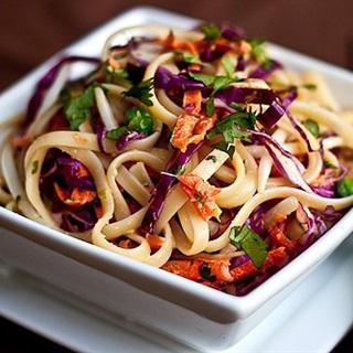Cách làm Mì Trộn Salad đơn giản, thành đạm cho bữa sáng