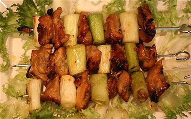Cách làm Gà Xiên Tỏi Tây Nướng béo ngon cho bữa tiệc
