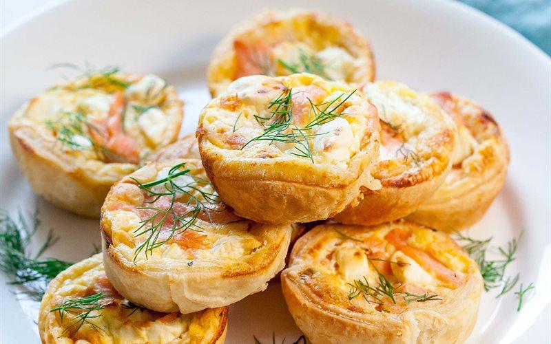 Cách Làm Bánh Quiche Mini Cá Hồi Thơm Ngon Hấp Dẫn