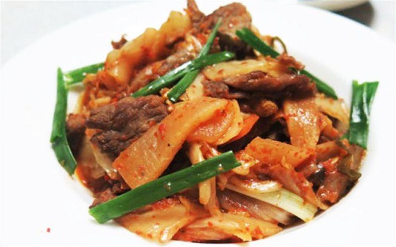 Cách làm Kim Chi Xào Thịt Bò rất hợp khẩu vị người Việt