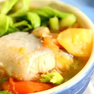 Cách nấu Canh Chua Cá Hồi thơm ngon, bổ dưỡng cho bé