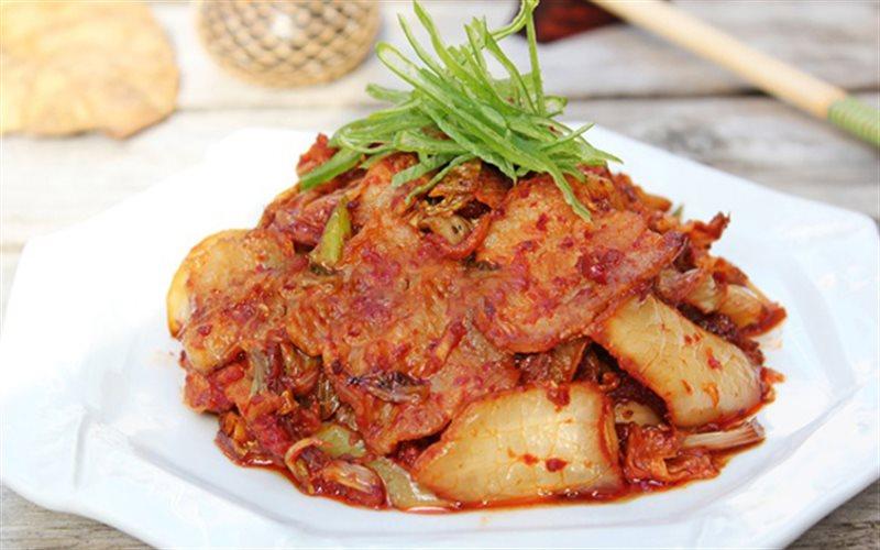 Cách làm Thịt Ba Chỉ Xào Kim Chi đậm đà cho bữa cơm