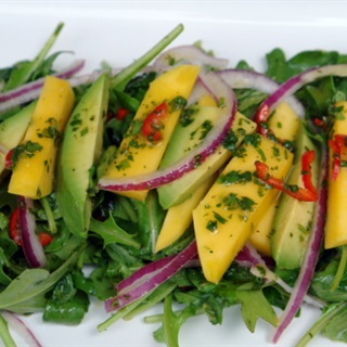 Cách Làm Salad Xoài Chua Ngọt Thơm Ngon Đơn Giản