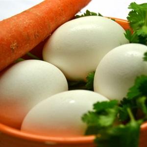 Trứng cuộn cà rốt băm