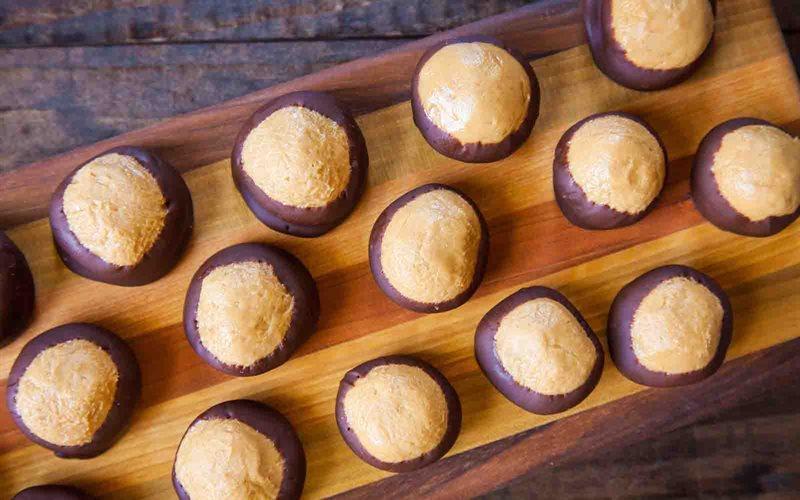 Cách Làm Bánh Chocolate Phủ Bơ Đậu Phộng Thơm Ngon