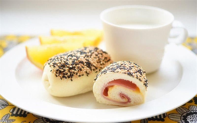 Cách Làm Bánh Mì Cuộn Phô Mai Thơm Ngon Hấp Dẫn