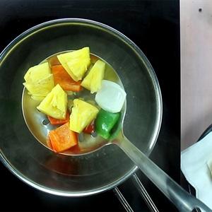 Tôm xào rau củ chua ngọt