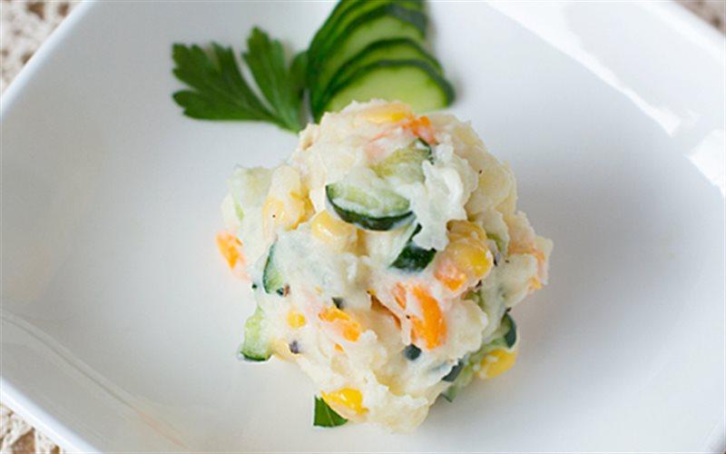 Cách làm Salad Khoai Tây Kiểu Nhật với sốt Mayonnaise