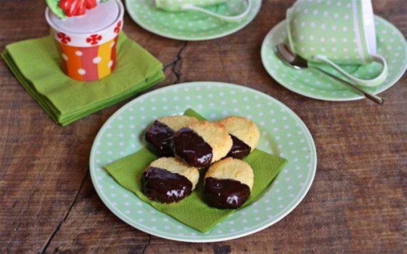 Cách Làm Bánh Quy Bơ Dừa Chocolate Để Dành Ăn Vặt
