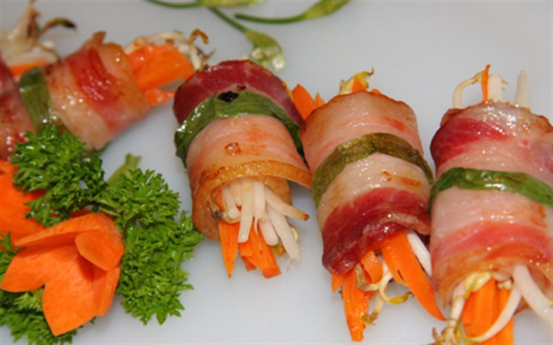 Cách Làm Thịt Ba Chỉ Xông Khói Cuộn Giá Thơm Lừng