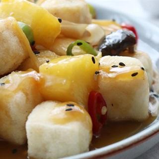 Salad đậu hũ chiên sốt