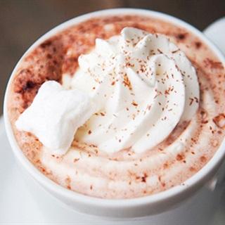 Các pha cacao nóng kem tươi