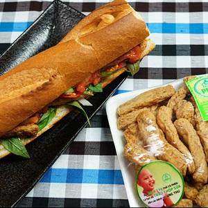 Bánh mì chả cá phèn
