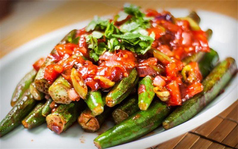 Cách làm Đậu Bắp Xào Cà Chua hấp dẫn cho bữa cơm gia đình
