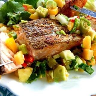 Salad cá hồi chiên